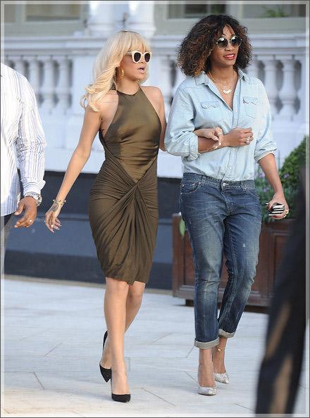 Rihanna and Melissa Forde at Mandarin hotel