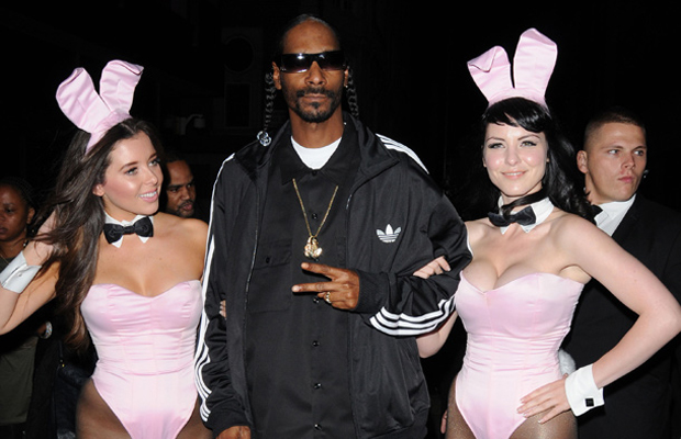 Snoop dogg dating white girl.