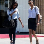 Slim+Sexy+Zoe+Saldana+Gets+Japanese+Food+Fix+DQdPcRF_dfCl