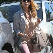 "Jessica Alba takes her girls to lunch in her ""Rose Smoke"" jeans and nude top."