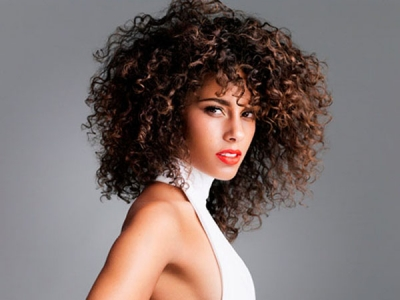 Alicia Keys rocks red lips for her new album shoot.