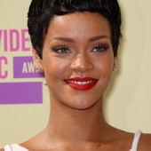 Rihanna- red lip, light eyeshadow