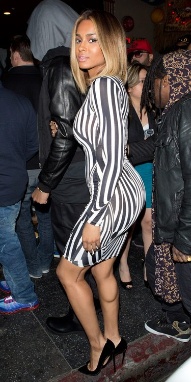 Ciara-Celebrities-Love-Topshops-Black-and-White-Printed-dress