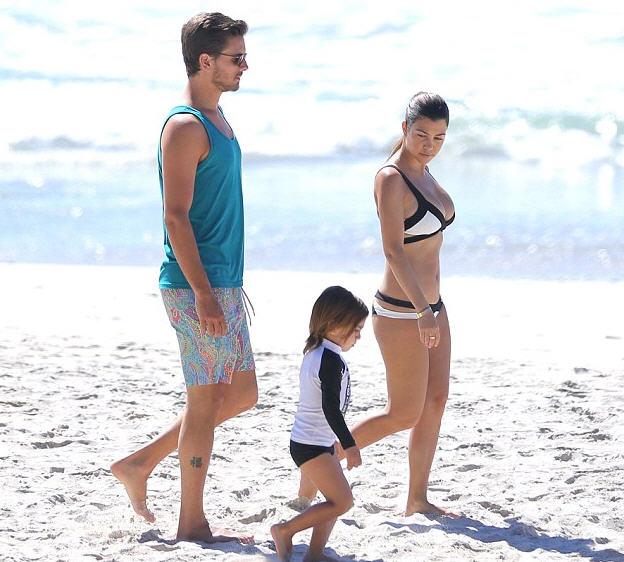 kourtney-kardashian-mexico-family-vacation-agent-provocateur-mazzy-bikini-bra-and-briefs