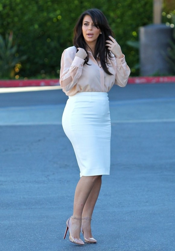 Kim Kardashian pregnancy fashion