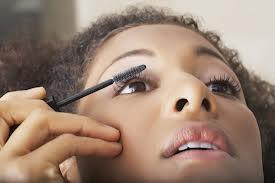 putting on Mascara