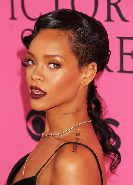 Rihanna+Makeup+Dark+Lipstick+RUS6u31-MJJl