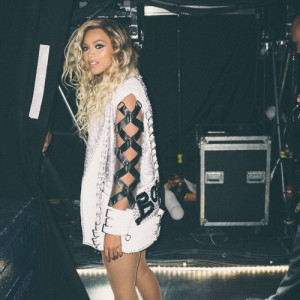 Beyoncé debuts new costumes at 'Mrs. Carter Show World Tour'