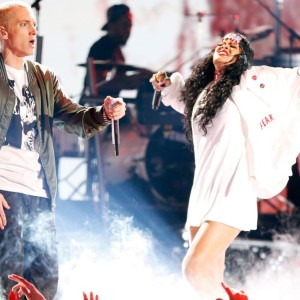 Rihanna and Eminem perform 'Monster'