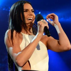 Kendall Jenner flubs Billboard Music Awards intro