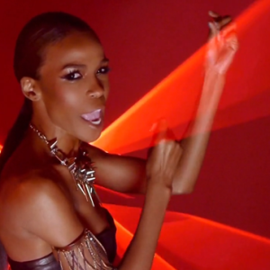 Michelle Williams debuts 'Fire' video