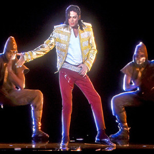Michael Jackson hologram performs at Billboard Music Awards 2014