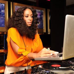 Solange DJ'ing