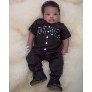 Ciara shares first pic of baby Future