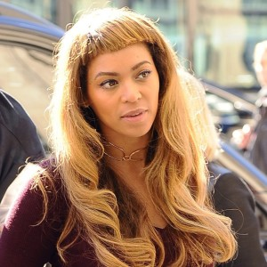 Beyoncé debuts crazy short bangs